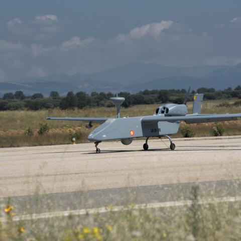 Así se pilota un dron militar
